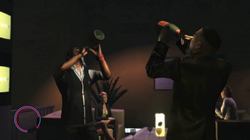 Luis bei dem Champagner Trinkwettbewerb